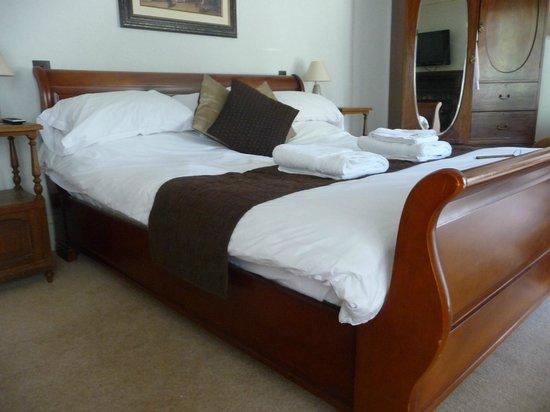 High Corner Inn : 7 ft bed