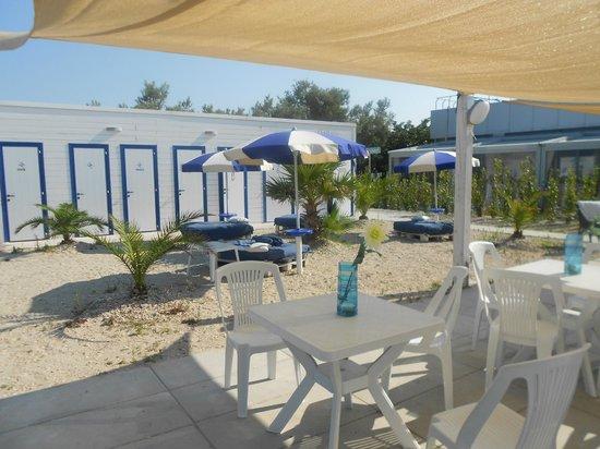 Bar sulla spiaggia il giardino