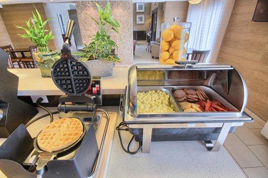 Comfort Inn : Hot Breakfast