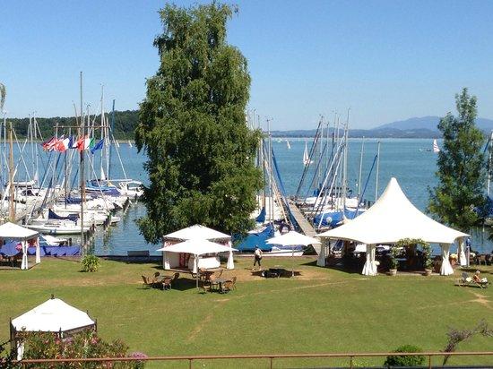 Yachthotel Chiemsee: Sommerstimmung pur - aber leider nur kleiner Badebereich