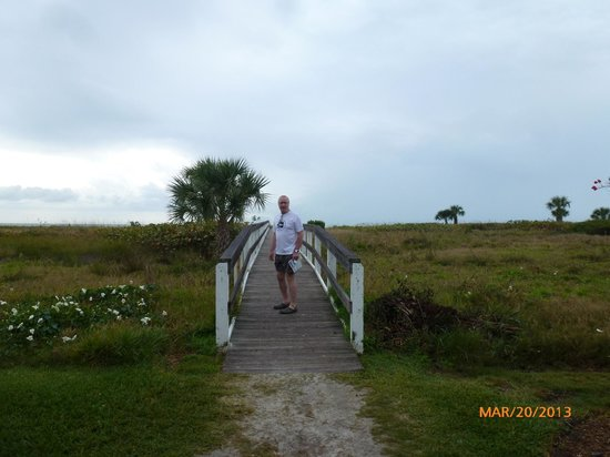 Colony Inn: Sanibel - walkway from Colony resort to the beach