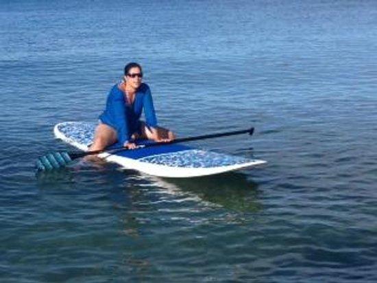 Tres Sirenas Beach Inn : Elise taking a break from paddle surfing
