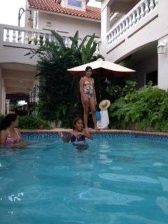 Tres Sirenas Beach Inn : The pool