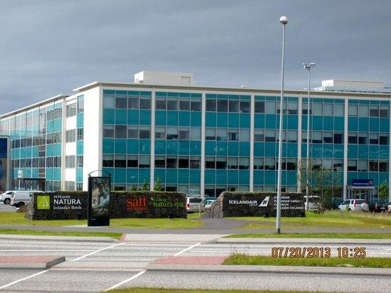 Icelandair Hotel Reykjavik Natura: Hotel veiw from bus stop across the street
