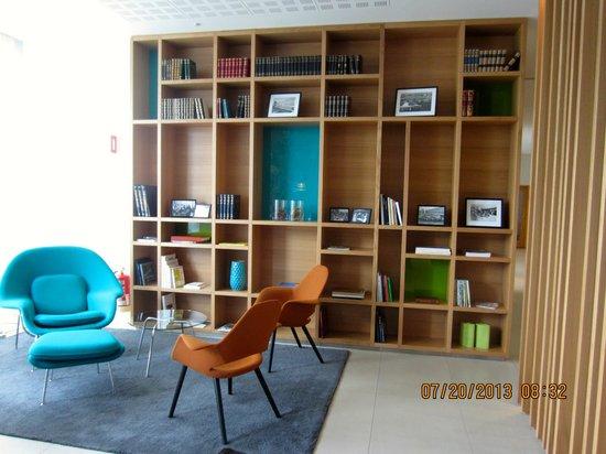 Icelandair Hotel Reykjavik Natura : Library