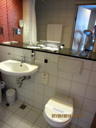 Icelandair Hotel Reykjavik Natura: Bathroom