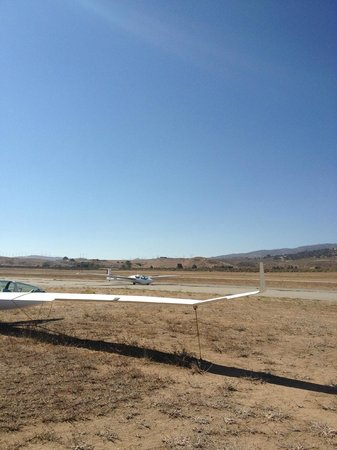 Tehachapi, CA: Glider just touching down