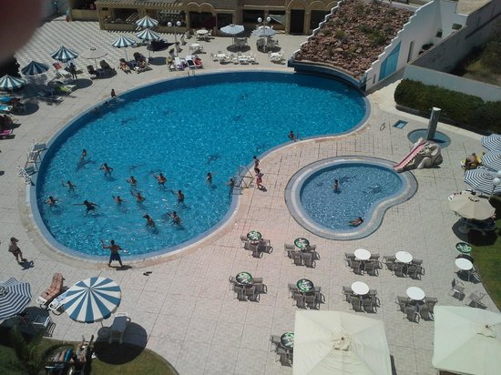 Monastir Center Hotel: pool shot from room - not sure about that concrete structure in back but its kind of awkward