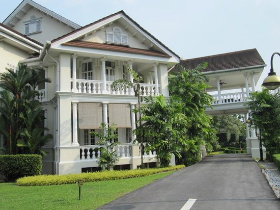 Carcosa Seri Negara: Vue extérieur
