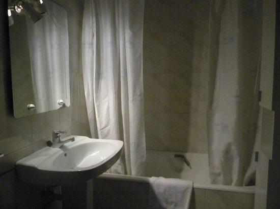 Gestión de alojamientos Rooms & Apartments: cuarto de baño amplio