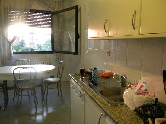 Gestión de alojamientos Rooms & Apartments: cocina muy completa