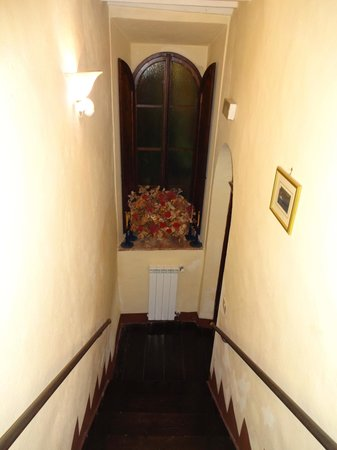 Palazzina Cesira: Stairway down to dining room from our room located on the second floor