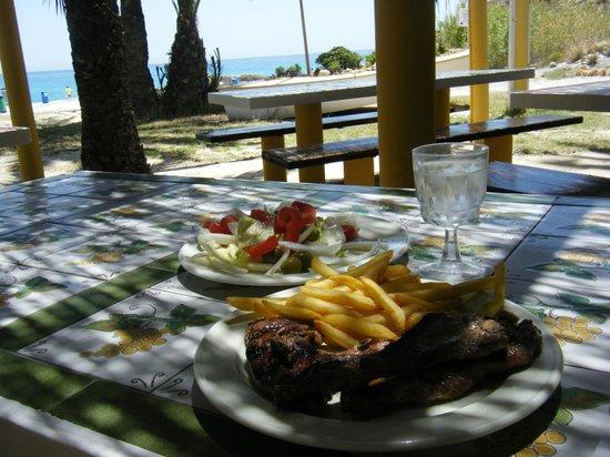 """Hotel BlueSense Villajoyosa: chuletitas en la """"cabaña"""""""
