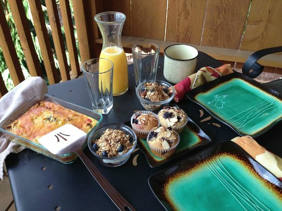 Carson Ridge Luxury Cabins: Gourmet breakfast to start the day