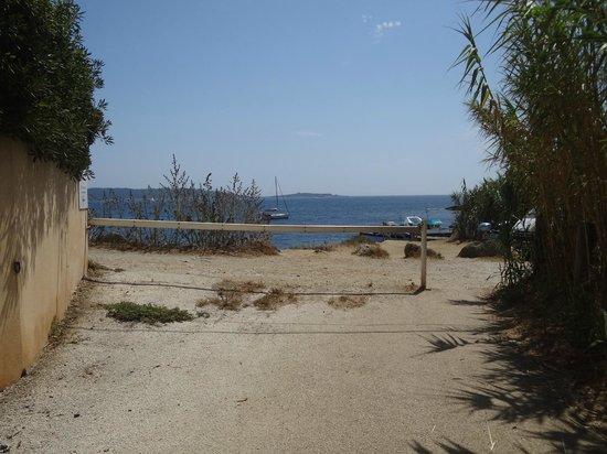 Camping La Tour Fondue : l'acces au port et aux chemins du littoral