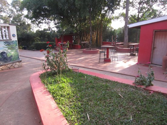 Backpackers Hostel & Campsite: Part of the grounds.