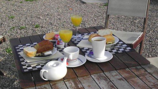 Hotel Samoria : ontbijt op terras