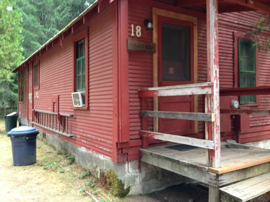 Union Creek Resort: Run down and peeling paint inside and out