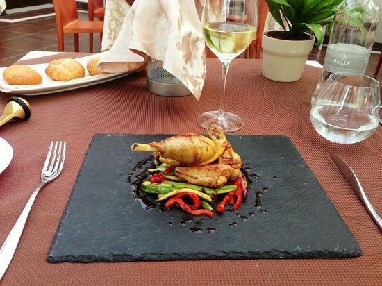Hotel dei Pittori: Local spiced chicken dish.
