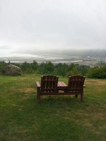 Cliffside Suites : Beautiful view in our chair for two