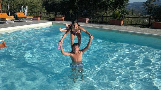 Agriturismo Borgo Tramonte : in piscina