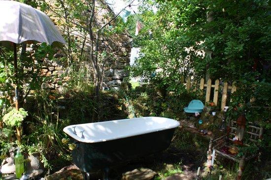 La Rosa Campsite: The Outside Bath