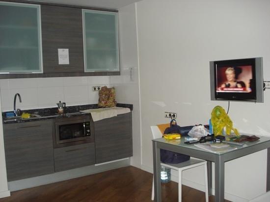 Hotel HG Apartamentos Isaba: cocina, salon y camas, todo en un espacio, pero espacioso