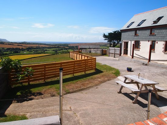 Wooldown Holiday Cottages: Sea view from the side window