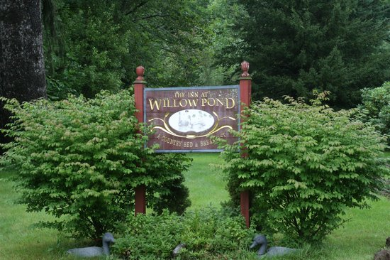 The Inn at Willow Pond : Entrance sign