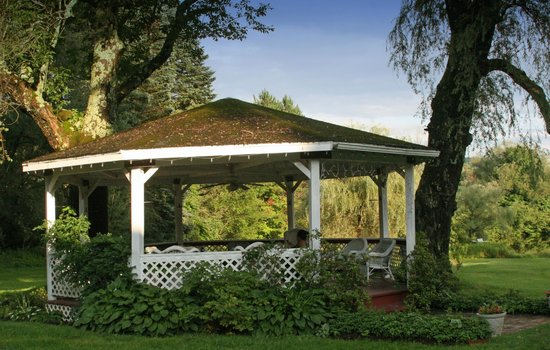 The Inn at Willow Pond: Gazebo