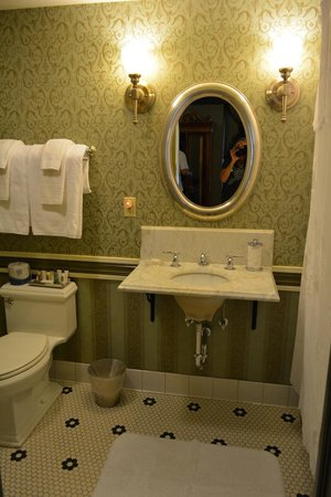 Beaumont Hotel & Spa: Bathroom