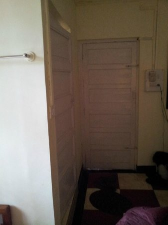 Hotel Woodlands Matheran: Look at the doors