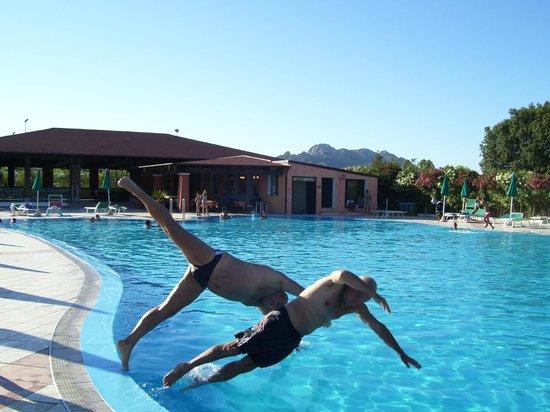 Club Hotel & Residence Le Palme: vista complesso lato piscina