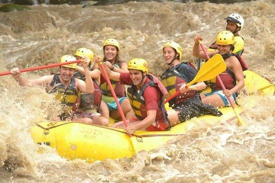 Rapidos rio Pacuare Costa Rica