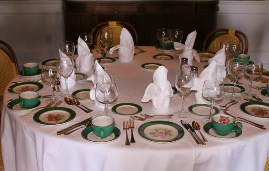 Grand Luncheon Buffet Dinner Table Arrangement Elegant