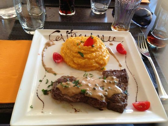 Catherine : plat: hampe de boeuf cuit à la plancha et purée carotte/pommes de terre
