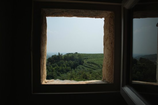 Pianaura Suites-la Torre Tra Le Vigne: View from lower suite