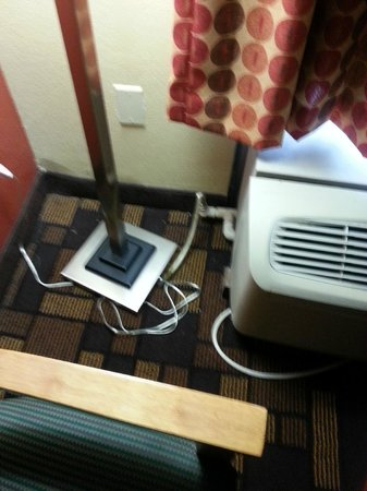 EconoLodge Inn & Suites: the hose draining into the room