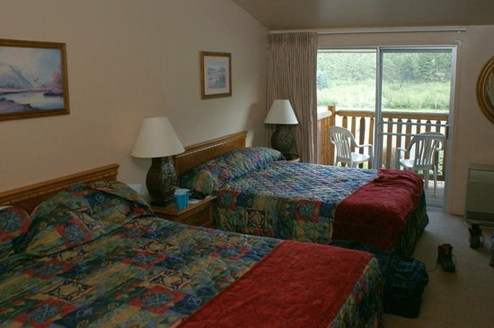 Alpine Trail Ridge Inn: Room with view to the balcony