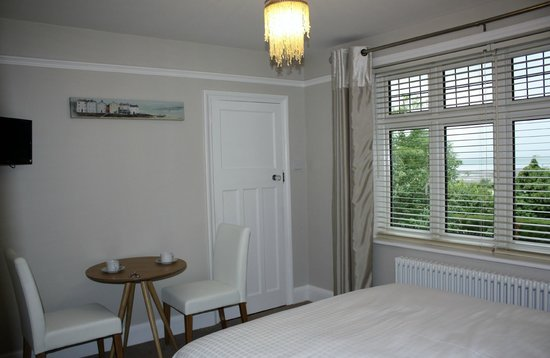 Whitstable Bay Bed and Breakfast: Sea View Room