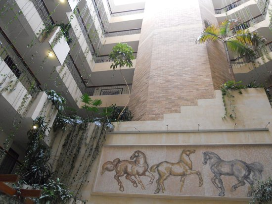 Embassy Suites by Hilton Bogota-Rosales: lobby of the Embassy Suites Bogota