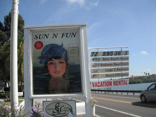 Sun N Fun Beachfront Vacation Rentals: Very distinct (and easy to locate) sign on Gulf Blvd