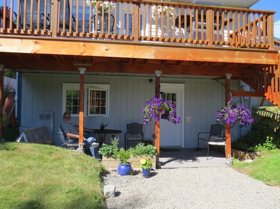The Spyglass Inn B&B: patio off the Fireweed Room