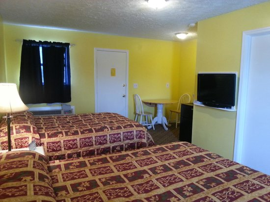 Aqua View Motel: another view of room and kitchenette