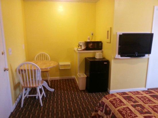 Aqua View Motel: kitchenette area