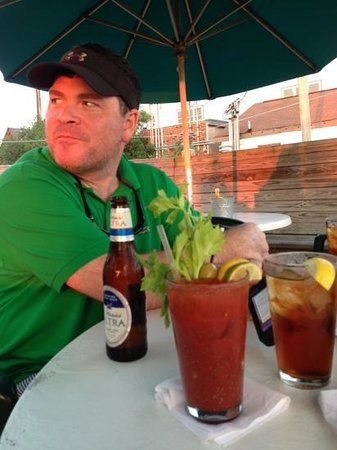 Finz Grill & Bar : outdoor dining at Finz. They make a good Bloody Mary!