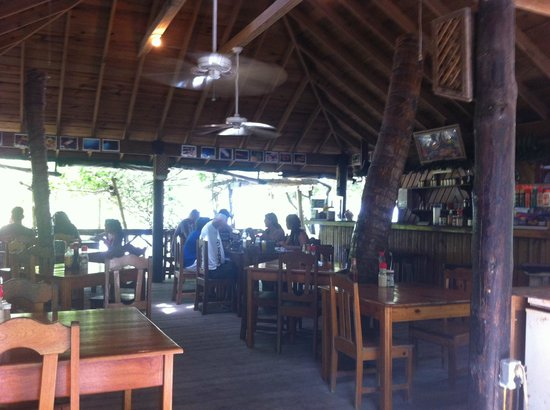 Rudy's: Inside the restaurant,...very cozy and islandy.