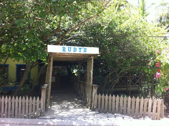Rudy's: View from the street, beach front!!!!!!