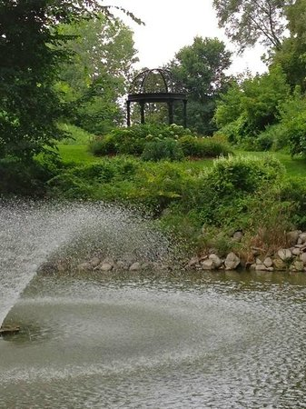 Elm Hurst Inn & Spa: Water Features along Walking Trail