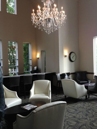 Elm Hurst Inn & Spa: Bar and Lounge off Front Reception